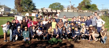 Volunteers at Hoover Garden Day